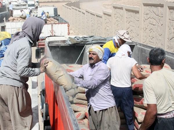 705103 649 - هجوم کارگران ایرانی به شهرهای مختلف عراق / تعداد کارگران ایرانی به صدهزار نفر می رسد / آنها درآمد خود را پس از تبدیل به دلار، به حسابهای خود در داخل ایران منتقل میکنند